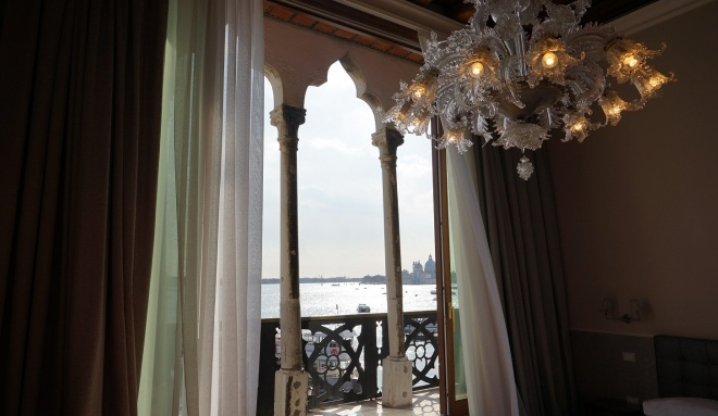 Hotels rooms view of the lagoon of venice hotel for Design hotel venise